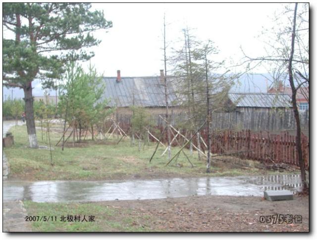 高矮一致的木栅栏