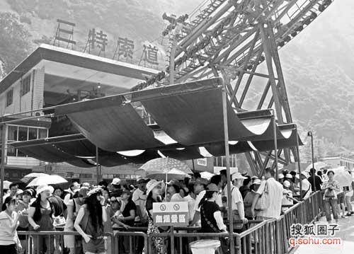 华山索道突然停运两小时 困住山上下千余游客