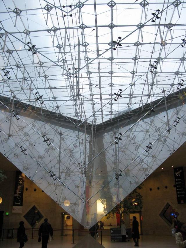 倒立的玻璃金字塔,同样出自贝聿铭