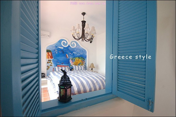 地中海沿岸对于房屋或家具的线条不是直来直去的,显得比较自然,因而无