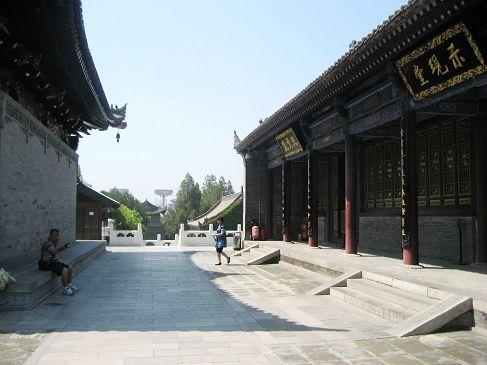 大雁塔位于陕西省西安市南郊慈恩寺,是全国著名的古代建筑,被视为