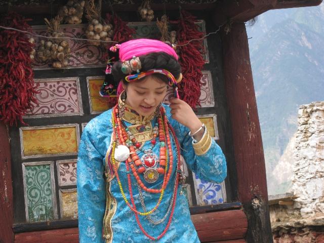 藏族服装背影简笔画