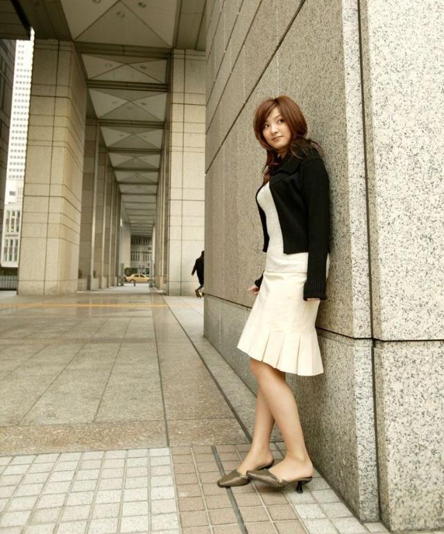 日本冬天街头裸露大腿美女究竟冷不冷